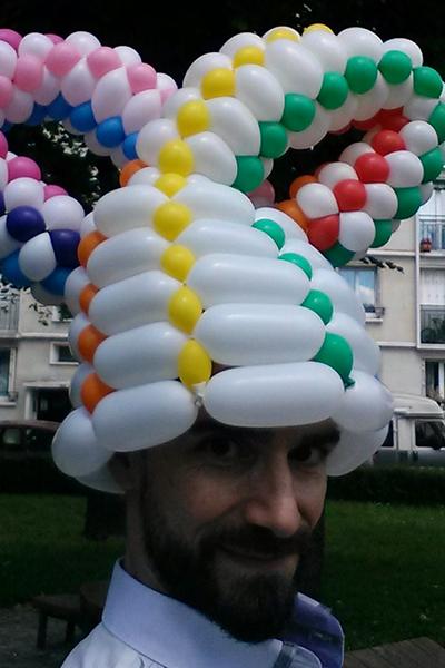 Un sculpteur de ballons professionnel pour un mariage